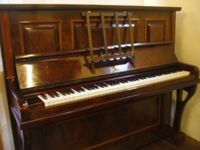Nathaniel Berry & Sons piano
